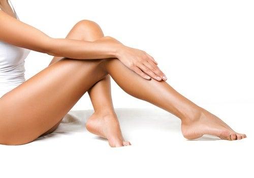 Stimolare la circolazione delle gambe con facili esercizi