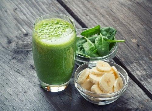 frullato detox banana e spinaci