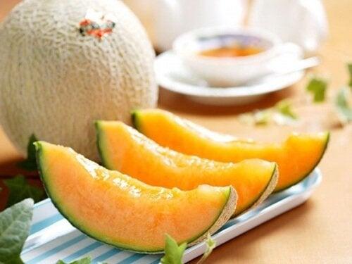 Mangiare il melone: proprietà e benefici per la salute