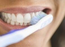 non lavarsi i denti