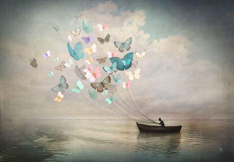 uomo con farfalle