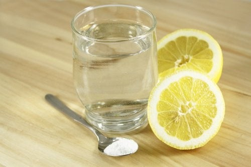 Acqua con limone e sale
