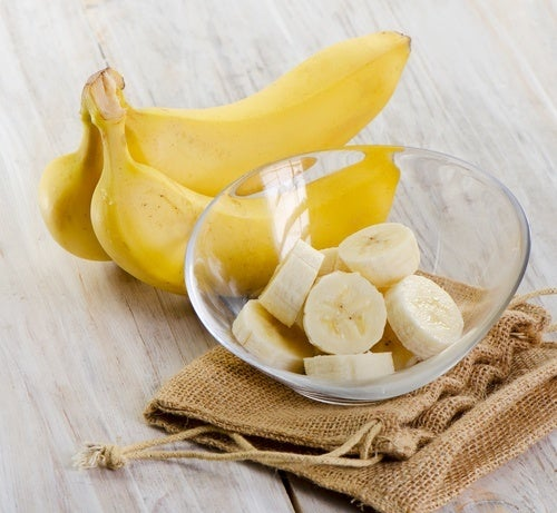 banana intera e a fettine in coppetta