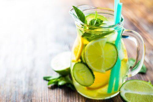 Bevanda al cetriolo, limone e arancia per accelerare il metabolismo