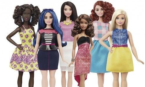 La Barbie contro gli stereotipi: la bellezza nelle sue curve