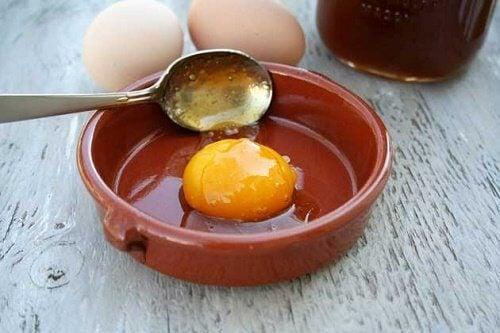 Uova e limone per contrastare la caduta dei capelli