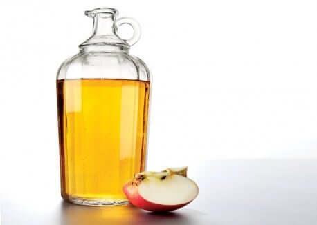 Aceto di mele biologico contro i pidocchi della testa