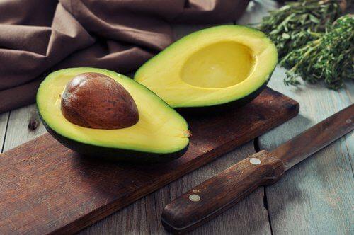 avocado tagliato impieghi del limone