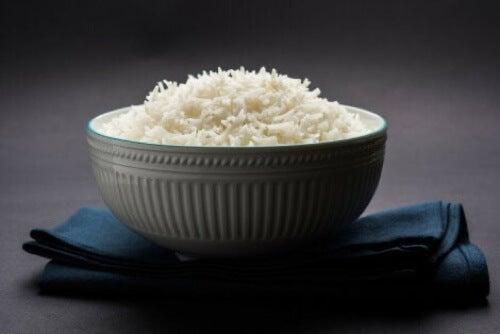 10 alimenti che aiutano a dormire meglio: il riso