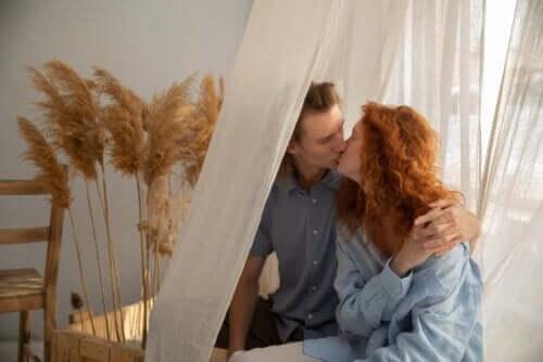 10 cose che una coppia felice fa insieme