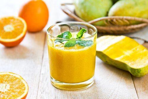 frullato di papaia per prendersi cura di fegato e pancreas