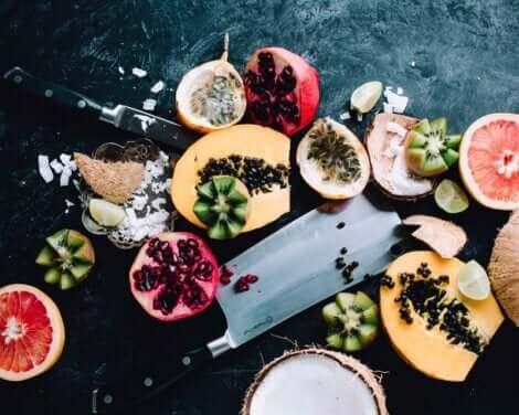 Frutti tagliati a metà.