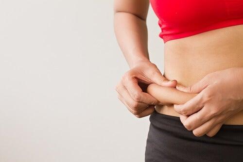 Grasso accumulato: cause e zone del corpo