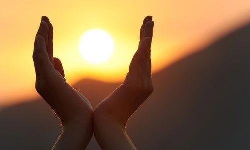mani con sole