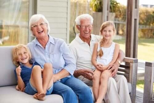 I nipoti sono la luce e la gioia dei nonni