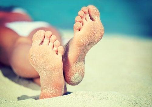 piedi con sabbia