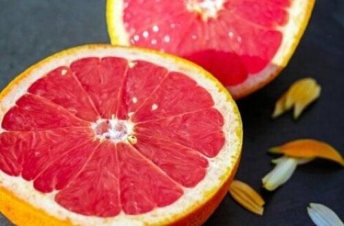 Pompelmo per eliminare il grasso viscerale