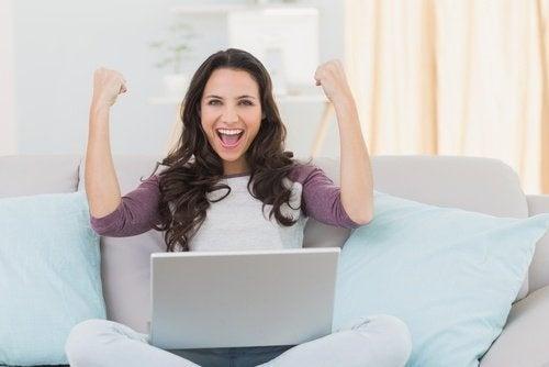 donna felice ha sconfitto la pigrizia