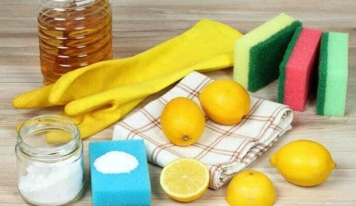 Sale e limone per sbiancare i capi.