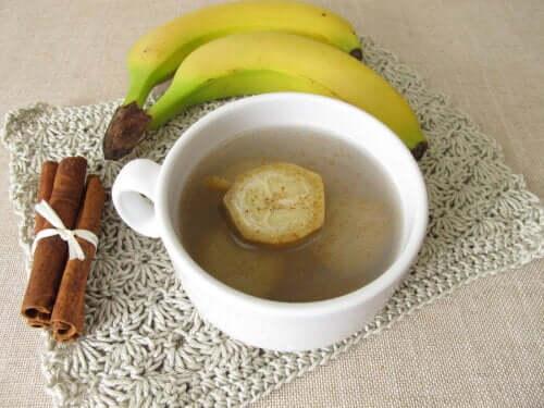 Tè alla banana e cannella per conciliare il sonno