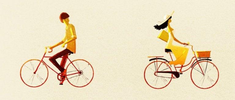 uomo e donna in bicicletta verso direzioni opposte