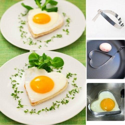 Uova fritte a forma di cuore