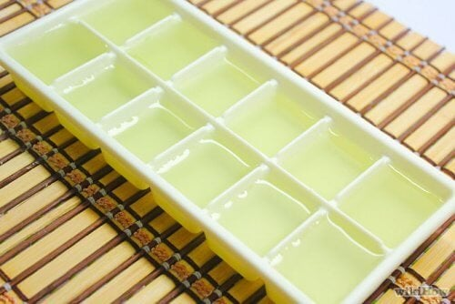 Gel di aloe vera congelato in cubetti