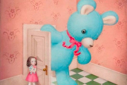Bambina e orso gigante