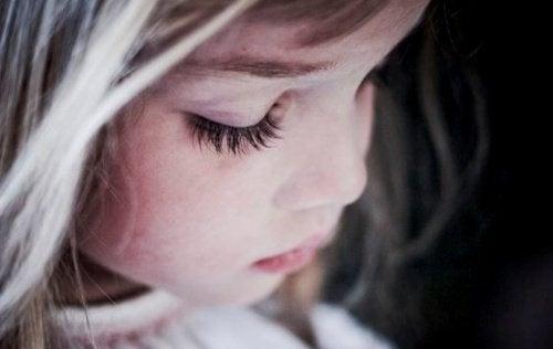 Ipereducazione: un modo per crescere bambini infelici