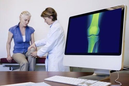 Controllo-medico ginocchia frullato