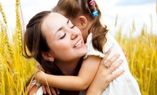 mamma e figlia bambini buoni