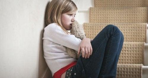 bambina triste maltrattamento minorile