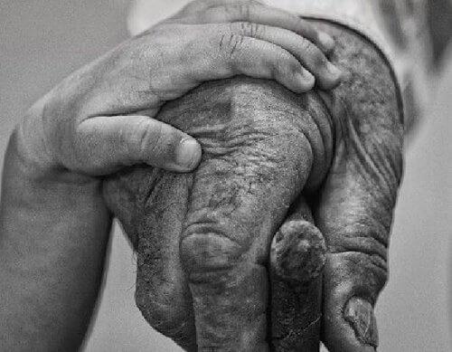 Un nonno è una persona con argento nei capelli e oro nel cuore