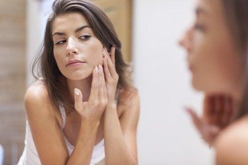Pulire pelle del viso