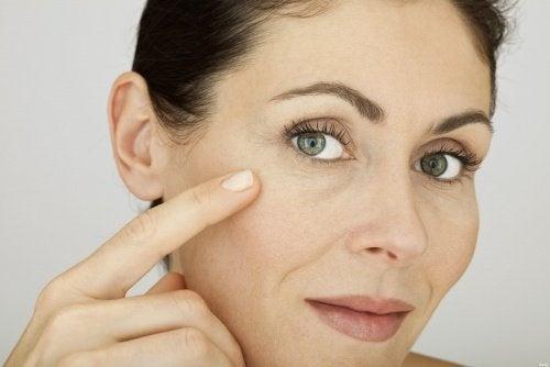 Trattamento di medicina di hypostases sotto occhi