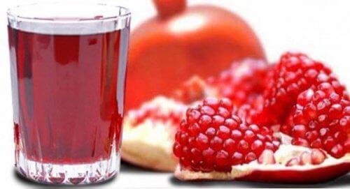Bere succo di melograno per ridurre l'acido urico