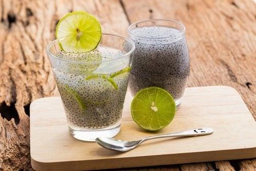 acqua detox con semi di chia e limone