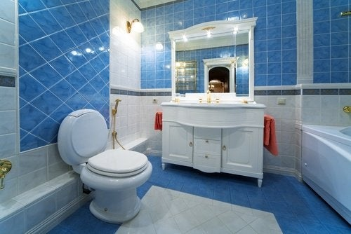 13 idee interessanti per arredare un bagno piccolo ...