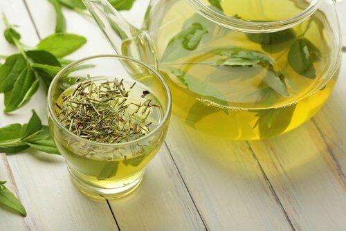 bicchiere di te verde per perdere peso