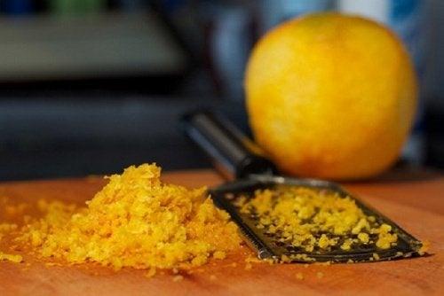 scorza d'arancia grattuggiata