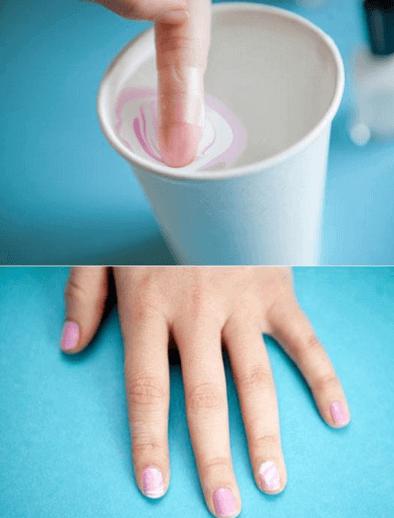 diluire lo smalto in un bicchiere d'acqua