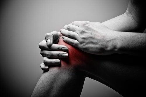 dolori al ginocchio infiammato