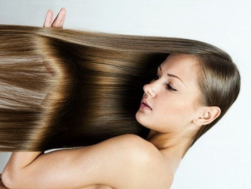 Come lisciare i capelli uomo