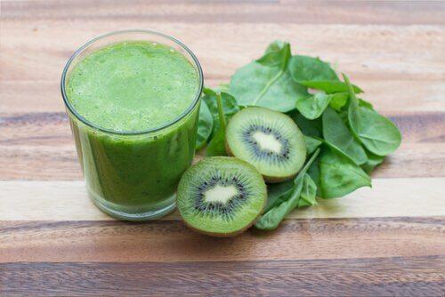 frullato, kiwi e spinaci