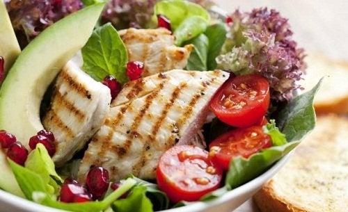 insalata con pollo ciglia perfette