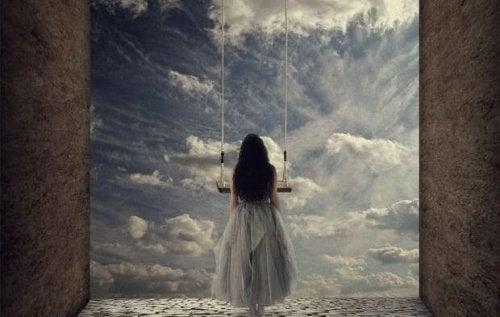 ragazza di fronte a nuvole e altalena non deve continuare ad essere triste