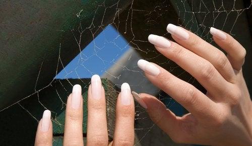 è importante proteggere adeguatamente le proprie unghie