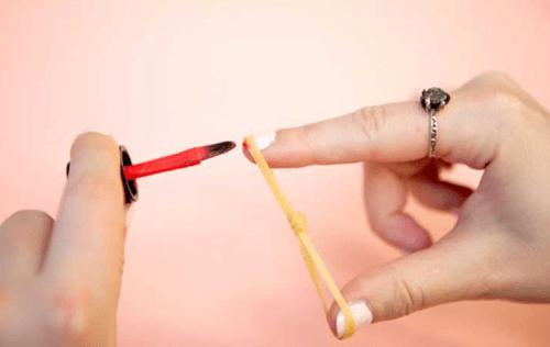 decorazione unghie con elastico