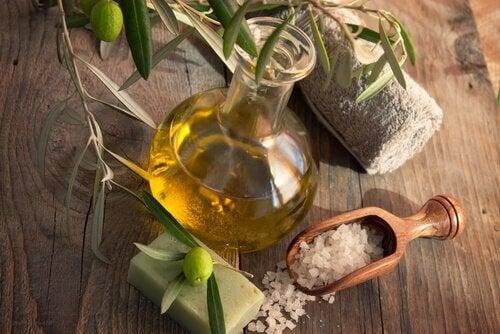 Rimedio a base di sale dell'himalaya e olio d'oliva
