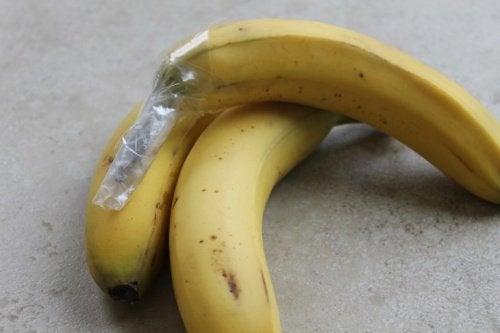 trucco di cucina con pellicola per banane